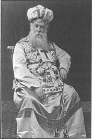 John Alexander Dowie, Tổng Giám Mục của Si‐ôn trong áo choàng thầy tế lễ cả.