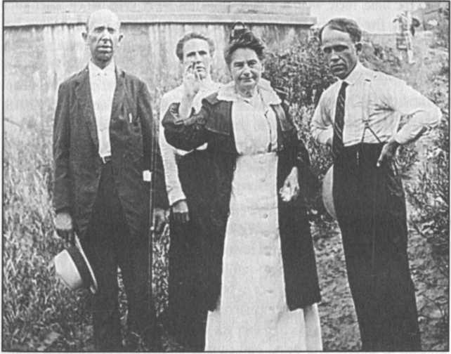 Etter với các cộng tác viên trong chức vụ ở Indiana, 1924