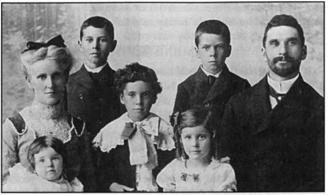 John và Jennie Lake cùng với gia đình trước khi đến Nam Phi, năm 1907