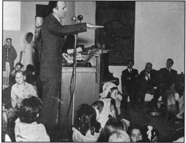 Thi hành chức vụ trong một Hội Thánh nói tiếng Tây Ban Nha, Phoenix, Arizona, 1947